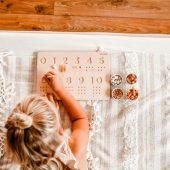 drewniana tabliczka do nauki cyfr