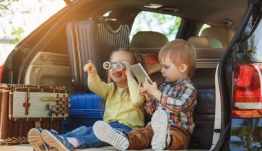 Zabawki na podróż autem – radzimy, czym zająć dziecko w trasie